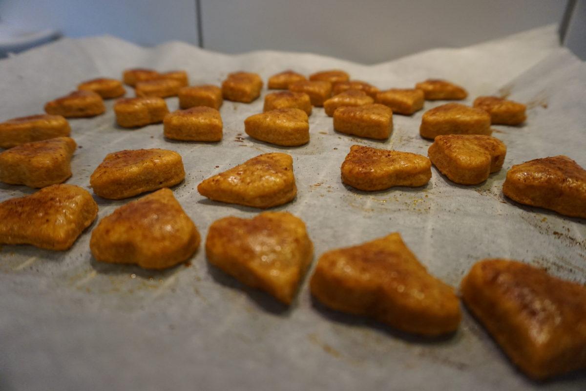 Pikante Käsekekse mit Chili nach dem Backen