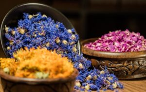 URfair Kategorien Übersicht: Blüten für Tee in Schüsseln