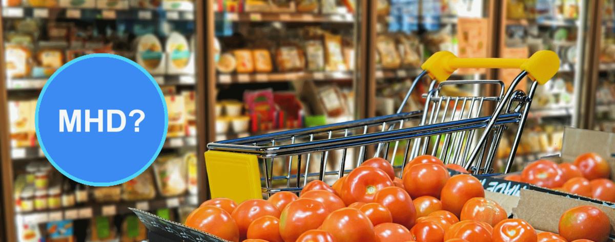 """Banner für Artikel über Mindesthaltbarkeitsdatum (MHD) bzw. """"Ablaufdatum"""": Einkaufswagen im Supermarkt"""